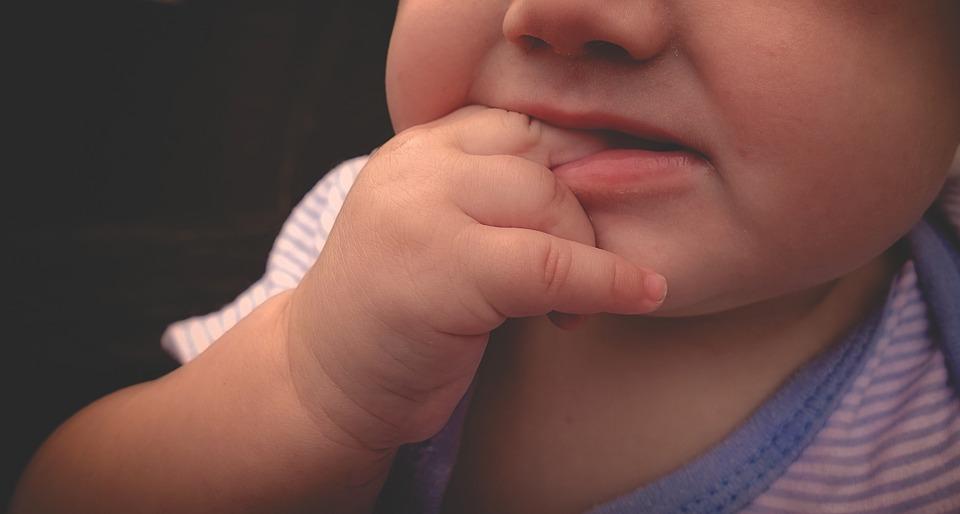 Ezek a tünetek utalnak refluxra babáknál!
